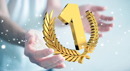 Zakenman die op vage achtergrond het eerste gouden prijs 3D teruggeven winnen