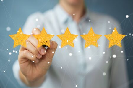 Businesswoman on blurred background rating with hand drawn stars Stockfoto