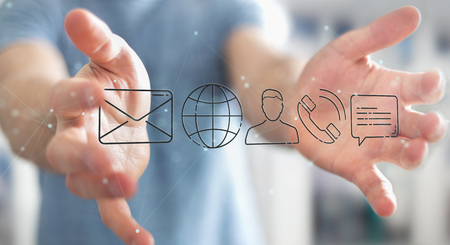 Geschäftsmann auf unscharfem Hintergrund unter Verwendung des dünnen Linienkontaktsymbols