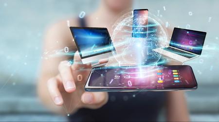 Dispositivos modernos conectados entre sí en la representación 3D de la mano de la empresaria Foto de archivo