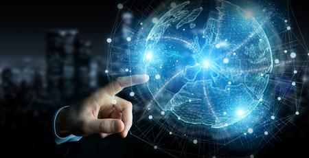 Main d'homme d'affaires dans l'obscurité à l'aide du rendu 3D d'hologramme de réseau de globe de carte de l'Europe
