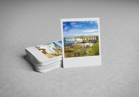 Stack of instant photos on concrete surface Mockup 3D rendering Foto de archivo - 129995074