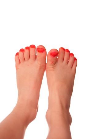 uñas pintadas: Detalle de los dedos de la niña jóvenes que han sido pintadas con marcador en lugar del esmalte de uñas. Aislados en blanco.