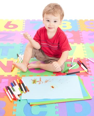 Matte: Jung jungbulle kinder Zeichnung auf Kinder Alphabet Matte. Isoliert auf weiss.