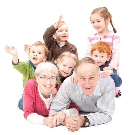 abuelos: Abuelos felices con los nietos Foto de archivo