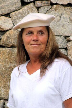 profesar: Mujer con sombrero franc�s