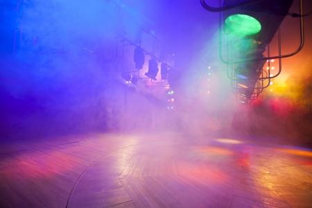 コンソールは、煙にステージ ライトします。 写真素材 - 20454418