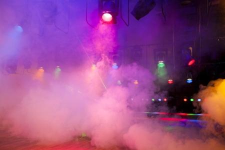 コンソールは、煙にステージ ライトします。 写真素材