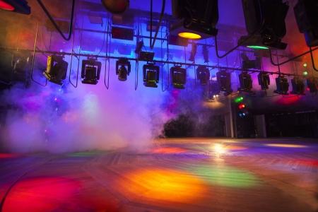 コンソールは、煙にステージ ライトします。 写真素材 - 20454398