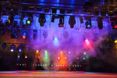 Stage lampjes op een console, rook