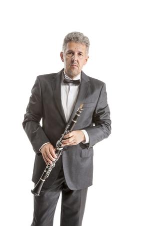 clarinet: Clarinete hombre juego maduro en el blanco del estudio apaisada Foto de archivo