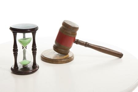 槌で打つことを判断し、テーブル上に砂時計の砂