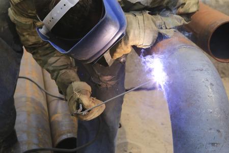 Pipeline repair and welding of pipe segments
