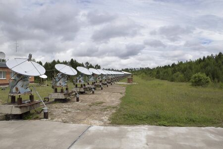 Round-the-clock tracking of the sun with a variety of radio telescopes continuously moving behind the star
