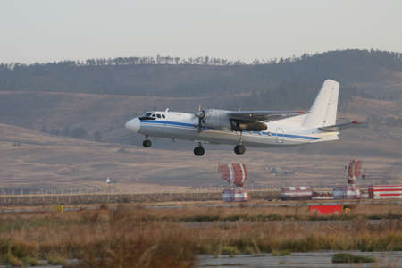 Twin-engine propeller-driven passenger aircraft takes off and gains altitude 版權商用圖片