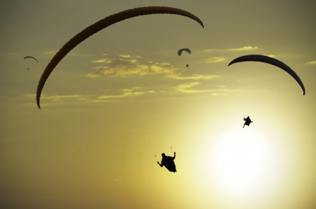 gliding: Paragliding as extreme and fun sport