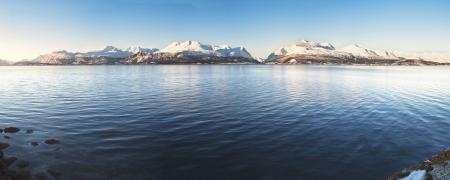 Hallo-res Panorama der norwegischen Fjorde ins Meer 1 2 5 Verhältnis