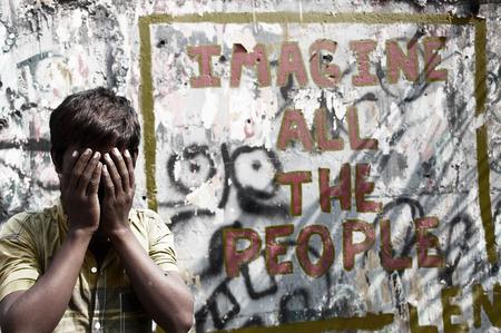 discriminacion: Boy en la señal de la pared, el concepto de discriminación