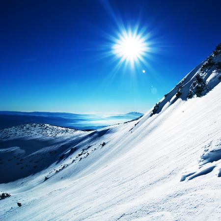 Winter-Berglandschaft Standard-Bild - 25828585