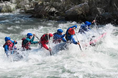 Wildwasser-Rafting, wie extreme und Fun-Sport Standard-Bild