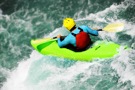 Wildwasser-Kajakfahren, extrem fallen Standard-Bild