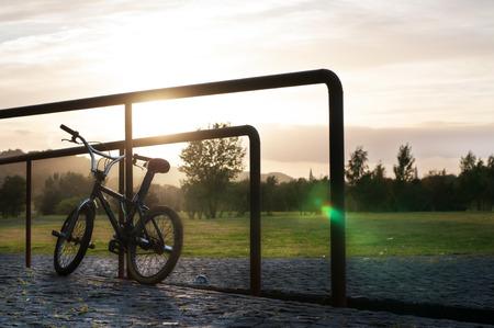 BMX bei Sonnenuntergang Park Lizenzfreie Bilder