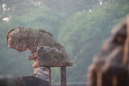 Alte Reste eines Tempels