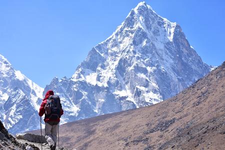 Trekker am hohen Himalaya-Berg Lizenzfreie Bilder