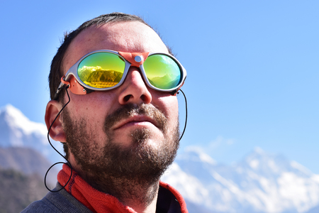 Portrait of a mountaineer at high peaks background. Standard-Bild