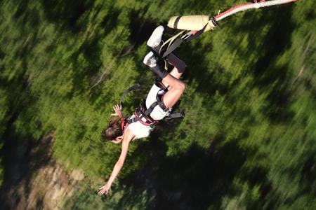 Bungee-Sprung als extremer und lustiger Sport