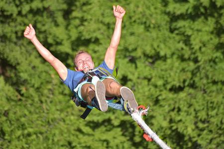 Bungee jumps, extreme en leuke sport.