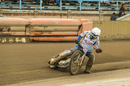 Rivne, Ukraine - 11 Oktober 2015: Unknown rider overcomes the track at the Open Cup Speedway to the day of the city Rivne Editorial