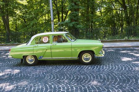 mapa de procesos: Lviv, Ukraine - June 4, 2017: Old retro car GAZ - 21 with its owner and au unknown passenger taking participation in race Leopolis grand prix 2017, Ukraine.