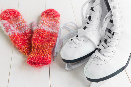 figure skating: Skates for figure skating and mittens