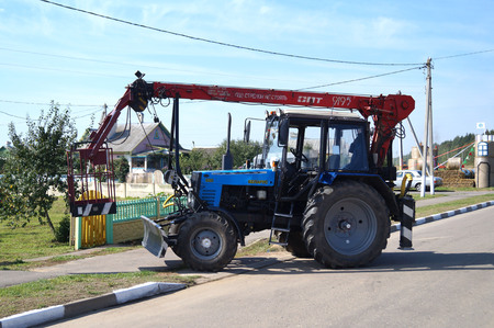 wheeled tractor: Self-propelled aerial platforms mobile wheeled tractor