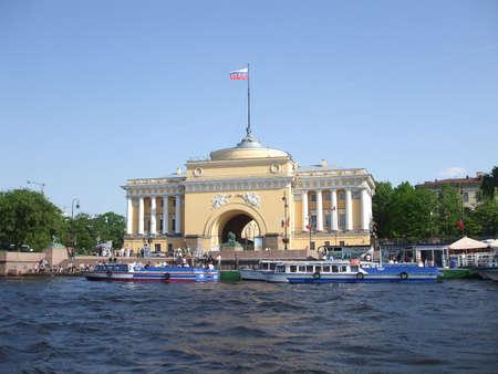 pleasure ship: Admilarteystva majestic building in St. Petersburg Stock Photo
