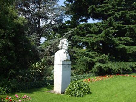 steven: Payamyatnik Christian Steven. Nikita Botanical Garden. Crimea
