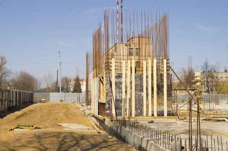 erection of building walls of reinforced concrete