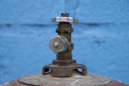 gas cylinder: gas cylinder valve closed at the plug