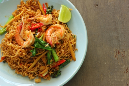 Fried shrimp drunken noodles with lime  Stock Photo - 16796537