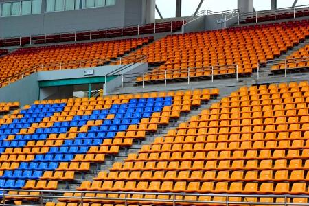 grandstand: Tribuna del asiento en un estadio vac�o.
