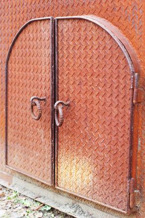 puertas de hierro: Viejas puertas de hierro de la vendimia