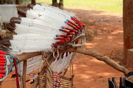 indio americano: americano tocado jefe indio nativo