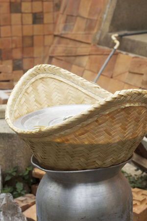 evaporating: making steamed sticky rice in pot