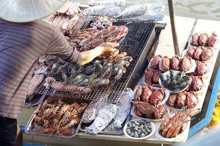 Damnoen saduak floating market, Thailand with food sale Stock Photo - 35664613