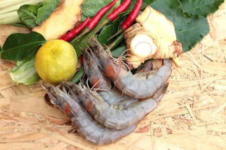 lemon grass: Shrimp and lemon, chilli, lemon grass, kaffir lime leaves for soup spicy Stock Photo