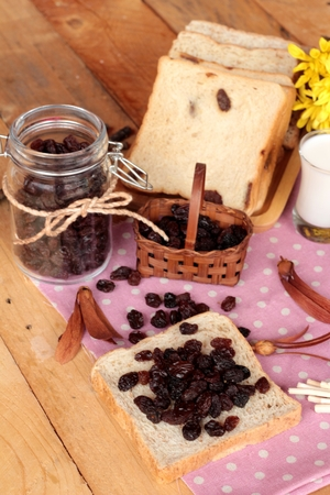 currants: Dried currants and raisin bread