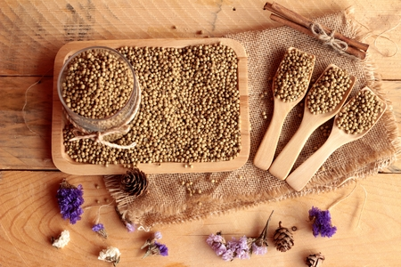 coriander seeds: Dry coriander seeds