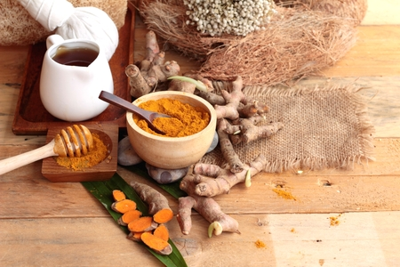 Phlai herb, Cassumunar ginger both fresh and as a powder for the skin scrub Stock Photo - 43744426