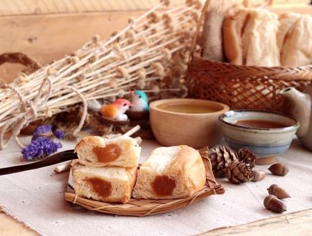 carbohydrates food: Bread with milk tea custard and hot tea